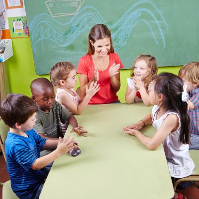 children clapping hands